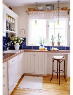 Love the deep blue tile with touches of yellow to really make the kitchen and cupboards pop.