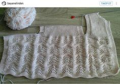 Diy Crafts - This Pin was discovered by sid Baby Cardigan Knitting Pattern, Crochet Baby Cardigan, Hand Knit Scarf, Easy Knitting Patterns, Knitted Headband, Free Knitting, Baby Knitting, Kids Dress Clothes, Diy Clothes
