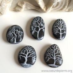 Painted stones trees set by Lyzzz - www.coeurdepierre.org
