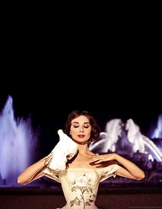 Audrey Hepburn in Funny Face: so boney