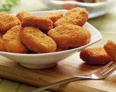 McDonalds chicken nuggets are a favourite with children in many families. Parents buy the chicken nuggets' believing they are indeed made from just chicken. Healthy Chicken Nuggets, Homemade Chicken Nuggets, Chicken Nugget Recipes, Healthy Foods To Eat, Healthy Snacks, Fried Breaded Chicken, Crusted Chicken, Mcdonalds Chicken, Albondigas