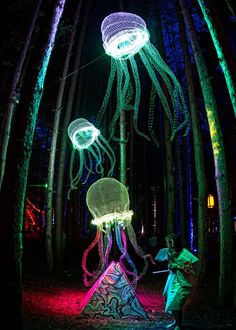 Electric Forest Festival is one of our absolute favorites! The artwork in the forest is a true wonderland, especially at night! Electric Forest, Electric Daisy, Forest Festival, Edm Festival, Into The Woods Festival, Festival Wedding, Pub Radio, Kunst Party, Uv Lack