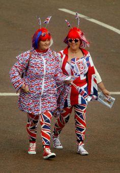 People arrive outside Buckingham Palace, as the Diamond Jubilee  celebrations continue, London, 5 June 2012.