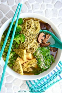Delicious Vietnamese-inspired nutritarian pho noodle soup bowl that's oil-free vegan low-sodium and packed with high-nutrient veggies! Learn the best green veggies and herbs to add to your pho soup - Vegan Recipes Soup Recipes, Whole Food Recipes, Vegan Recipes, Health Recipes, Diabetic Recipes, Free Recipes, Recipies, Dr Fuhrman Recipes, Pho Noodle Soup