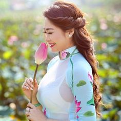 Best 12 Click Photo & See Website …… Long white dress thai actress – SkillOfKing. Exotic Women, Beautiful Asian Women, Vietnamese Traditional Dress, Traditional Dresses, Ao Dai, Vietnam Girl, Beauty Full Girl, Sexy Asian Girls, Asian Fashion