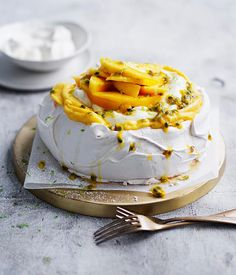 Passionfruit and mango pavlova recipe - Preheat oven to Trace a round on a piece of baking paper and place pencil-side down on a lightly oiled oven tray. Just Desserts, Delicious Desserts, Yummy Food, Trifle Desserts, Baking Recipes, Cake Recipes, Dessert Recipes, Fudge, Pavlova Cake