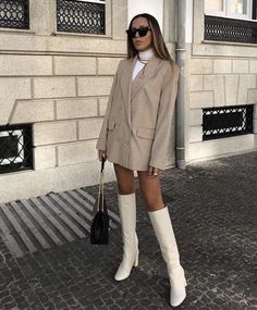 43 Office Outfits Highlight the Independent Side of Women - Page 29 of 43 - VimDecor - Work Outfits Women Image Fashion, Look Fashion, Womens Fashion, Fashion Trends, Fashion Ideas, Trendy Fashion, Vogue Fashion, High Fashion Style, Fashion Art