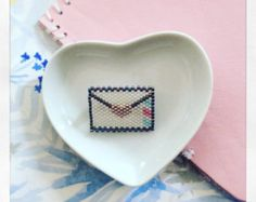 PIN camera woven in miyuki delica beads - lined with a blue anchor - marine…