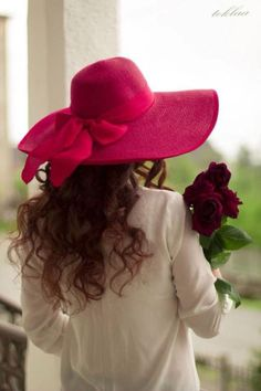 ༺♡༻ Fabulous ༺♡༻ on imgfave Kentucky Derby Hats, Mademoiselle, Love Hat, Girls Dpz, Red Hats, Summer Hats, Girls Image, Shades Of Red, Belle Photo