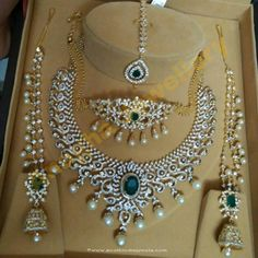 Jewellery Designs: Diamond Set Choker Tikka and Jhumkas Indian Wedding Jewelry, Indian Jewelry, Indian Bridal, Indian Jewellery Design, Diamond Necklace Set, Diamond Jewelry, Diamond Bracelets, Gold Jewelry, Bangles