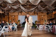 Amazing rustic country style wedding in a barn with cute details and elegant decorations