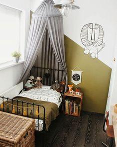 """Tatjana •Interior&Lifestyle• op Instagram: """"Adam zijn nieuwe kamertje, hij is er zo trots op. Enorm leuk om te zien. Slapen gaat gelukkig ook erg goed en hij snapt nog niet dat ie…"""" Kids Bedroom Designs, Boys Bedroom Decor, Baby Room Design, Ikea Minnen Bed, Creative Kids Rooms, Toddler Rooms, Bedroom Vintage, Boy Room, Room Inspiration"""