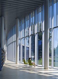 Akopplande miljö med fantastisk utsikt i Halmstads stadsbibliotek.