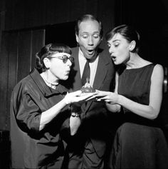 Left to right: Hollywood costume designer Edith Head - American actor Mel Ferrer - and his wife, Actress Audrey Hepburn Golden Age Of Hollywood, Vintage Hollywood, Classic Hollywood, Moon River, Costume Hollywood, Divas, Best Costume Design, Edith Head, Vintage Mode