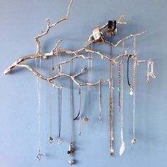 An der Wand befestigter Manzanita-Schmuckhalter, West Elm - Schmuckhalter - Schmuckdisplay - . - An der Wand befestigter Manzanita-Schmuckhalter, West Elm – Schmuckhalter – Schmuckdisplay – - Diy Jewelry Unique, Diy Jewelry To Sell, Diy Jewelry Holder, Hanging Jewelry Organizer, Jewelry Hanger, Diy Necklace Holder, Jewelry Wall, Jewelry Tree, Ring Organizer