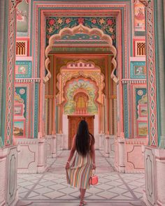 Jaipur, a city so charming that every corner speaks about mesmerising architecture that can sometimes be overwhelming too. If you are planning to visit Jaipur soon, then these are ALL THE SPOTS you need to cover during your time here. Jaipur Travel, India Travel, Morocco Travel, Rishikesh, Varanasi, Places To Travel, Places To See, Jolie Photo, Travel Aesthetic