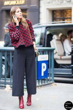 Interested in getting in on the culottes trend? Here are styling tips and inspiration for how to wear culottes and still look cool. Mode Outfits, Casual Outfits, Fashion Outfits, Black Outfits, Fall Outfits, Woman Outfits, Fasion, Fashion Mode, Work Fashion