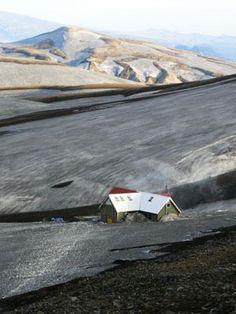 Hrafntinnusker hut on the Laugavegur hiking trail., Iceland