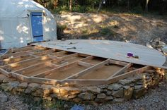 How to make a yurt platform – Alex's fairly definitive guide (including pictures) – the (d)evolutionary Yurt Living, Outdoor Living, Deck Design, House Design, Yurt Interior, Tent Platform, Yurt Home, Bell Tent, Earth Homes