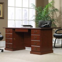 Heritage Hill Large Executive Desk