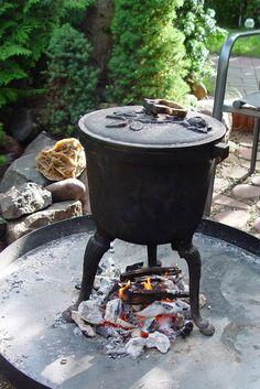 Kociołkowanie w ogrodzie. Potrawy z kociołka żeliwnego. Cauldron, hotpot, kettle, iron kettle Bbq Grill, Grilling, Charcoal Grill, Dutch Oven, Diet Recipes, Baking, Outdoor Decor, Food, Alchemy