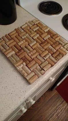 Wine Craft, Wine Cork Crafts, Wine Bottle Crafts, Wooden Crafts, Wine Corker, Wine Cork Trivet, Wine Cork Table, Wine Cork Projects, Wine Bottle Corks