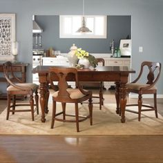 Counter height dining table and chairs with the standard size make eating more comfortable.