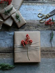 50 of the most beautiful Christmas gift wrapping ideas (with stacks of free printables!) - STYLE CURATOR - Simple gift wrapping Informations About 50 of the most beautiful Christmas gift wrapping ideas (with - Christmas Gift Wrapping, Diy Christmas Gifts, Holiday Gifts, Christmas Decorations, Christmas Ideas, Christmas Quotes, Christmas Packages, Santa Gifts, Homemade Christmas