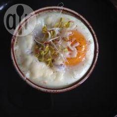 Zdjęcie do przepisu: Jajka zapiekane z pomidorami