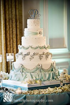 Seriously Gorgeous Wedding Cake with an gorgeous satin and teal ribbon cake stand