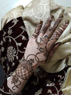 Striking Khafif mehndi designs collection for hands to try in 2019 Khafif Mehndi Design, Floral Henna Designs, Latest Bridal Mehndi Designs, Full Hand Mehndi Designs, Stylish Mehndi Designs, Henna Art Designs, Mehndi Designs For Beginners, Mehndi Designs For Girls, Mehndi Design Photos