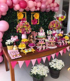 Detalhes Lindos dessa decor da #mashaeourso by @brunatillifestas Bear Birthday, Baby 1st Birthday, 2nd Birthday Party Themes, Birthday Decorations, Masha Et Mishka, Marsha And The Bear, Party Corner, Bear Party, Safari Party