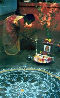 Each day before the sun rises, millions of women in south India say silent prayers as they sprinkle their hearths with rice powder or chalk to make kolams and invite the divine to grace their homes. Indian Rangoli, Kolam Rangoli, Garden Fire Pit, Fire Pit Backyard, Gas Fire Pit Insert, Namaste, Fire Pit Wall, Silent Prayer, Mother India