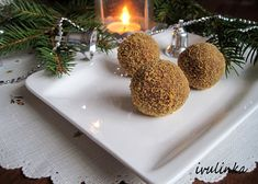 Medovníkové koule recept - TopRecepty.cz Place Cards, Place Card Holders, Table Decorations, Christmas Ornaments, Holiday Decor, Sweet, Food, Candy, Christmas Jewelry