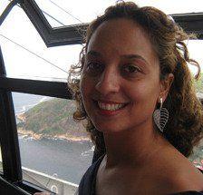 """A turismóloga Maíra Costa, 34 anos, é uma local friend em Brasília e adora mostrar os cantos pouco conhecidos da cidade a seus visitantes. Aqui ela fala um pouco sobre o Marco Fundamental, seu canto favorito para apreciar o pôr do sol na cidade.  MARCO FUNDAMENTAL O Marco Fundamental é o ponto de...<br /><a class=""""more-link"""" href=""""https://viagem.catracalivre.com.br/brasil/roteiro-viagem/indicacao/drops-local-friend-um-lugar-para-ver-o-por-do-sol-em-brasilia/"""">Continue lendo »</a>"""