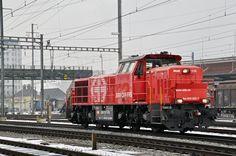 Am 843 002-7 durchfährt den Bahnhof Pratteln. Die Aufnahme stammt vom 09.01.2017.