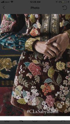 Zardosi Embroidery, Embroidery On Kurtis, Hand Embroidery Dress, Couture Embroidery, Embroidery Fabric, Embroidery Fashion, Hand Embroidery Patterns Flowers, Embroidery Suits Design, Pakistani Formal Dresses
