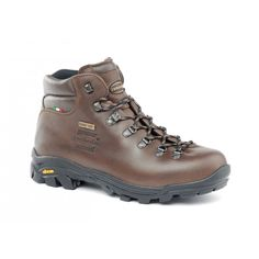309 NEW TRAIL LITE GTX - Versatile backpacking boot for mixed terrains and conditions. Cut and padding give unbeaten comfort. Full grain leather with exclusive single piece upper construction with GORE-TEX® lining. Side locking hook for better fit. Microtex wicking collar lining to control moisture. Vibram® Grivola outsole. #zamberlan #trail #lite #discoverthedifference #backpacking