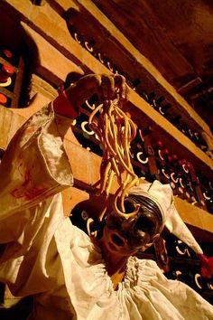 Pulcinella @ La Canticalana - Pulcinella's statue in the wine cellar www.tritone.it www.lacaladellelampare.it Il ristorante del Tritone