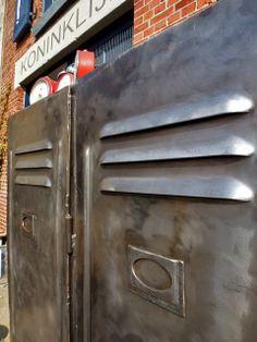 #Industriële #lockerkast (#geloogd) Super zware industriële tweedeurs lockerkast. Deze locker is geloogd en het formaat is 80X50X180H