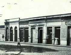 Final do século 19 - Comércio no centro de São Paulo, na rua Simpliciana que ficava atrás onde é hoje os fundos da Catedral da Sé.