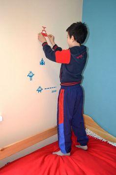 Kamil nadzorował dekorowanie pokoju i sam brał w nim udział :-)