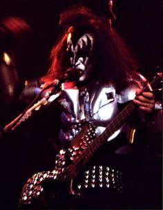 Gene Simmons Kiss, White Face Paint, Kiss Members, Vinnie Vincent, Eric Carr, Peter Criss, Kiss Art, Kiss Pictures, Kiss Photo