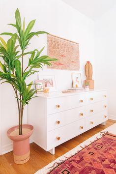Cozy Pink Master Bedroom Reveal Home Decor Pink Master Bedroom, White Bedrooms, White Bedroom Dresser, Master Master, Warm Bedroom, Master Bedrooms, Girls Bedroom, Deco Pastel, Decoracion Vintage Chic