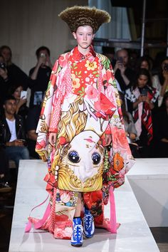 You Watanabe Comme des Garçons Spring 2018 Ready-to-Wear collection. - The complete Comme des Garçons Spring 2018 Ready-to-Wear fashion show now on Vogue Runway. Fashion History, Fashion Art, Paris Fashion, Runway Fashion, Fashion News, High Fashion, Fashion Design, Fashion Outfits, Tokyo Fashion
