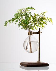 VASE ON STAND vas | Other | Decorations | Dekorationer | Home | INDISKA.com