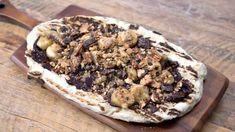 Pizza au crémeux de chocolat, bananes et pacanes Pizza Dessert, Pizza Party, 20 Minutes, Oatmeal, Pie, Breakfast, Desserts, Food, Pizza
