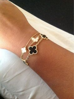 Van Cleef and Arpels combo! Luv it but couldn't afford it, maybe a knock off? Cleef and Arpels combo! Luv it but couldn't afford it, maybe a knock off? Cute Jewelry, Jewelry Box, Jewelery, Jewelry Watches, Jewelry Accessories, Fashion Accessories, Women Jewelry, Fashion Jewelry, Bridal Jewelry
