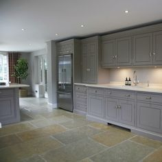 """A brand new kitchen for you today: this is the Spenlow kitchen installed in a really lovely home in Harpenden, Hertfordshire. The couple who live here…"" Kitchen Design Small, Kitchen Installation, Bespoke Kitchens, Kitchen Remodel, Barn Kitchen, New Kitchen, Bespoke Kitchen Design, Kitchen Fittings, Cottage Kitchens"