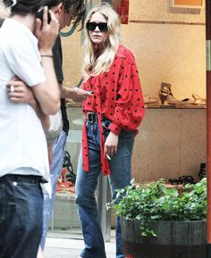 My all-time favourite looks of Mary-Kate and Ashley: Candids MK, 2010